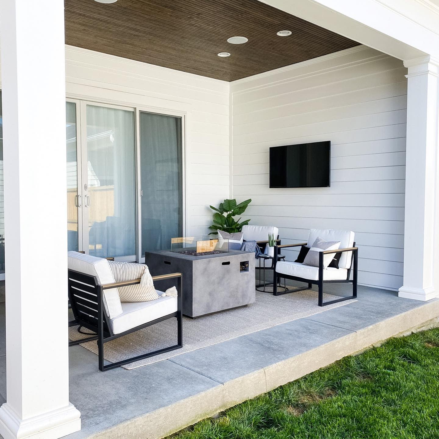 Modern Patio Furniture Ideas -caitinthecommons