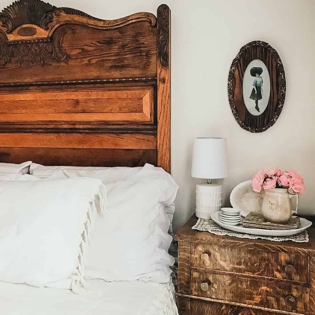 Rustic Nightstand Ideas -lydias_antiques_
