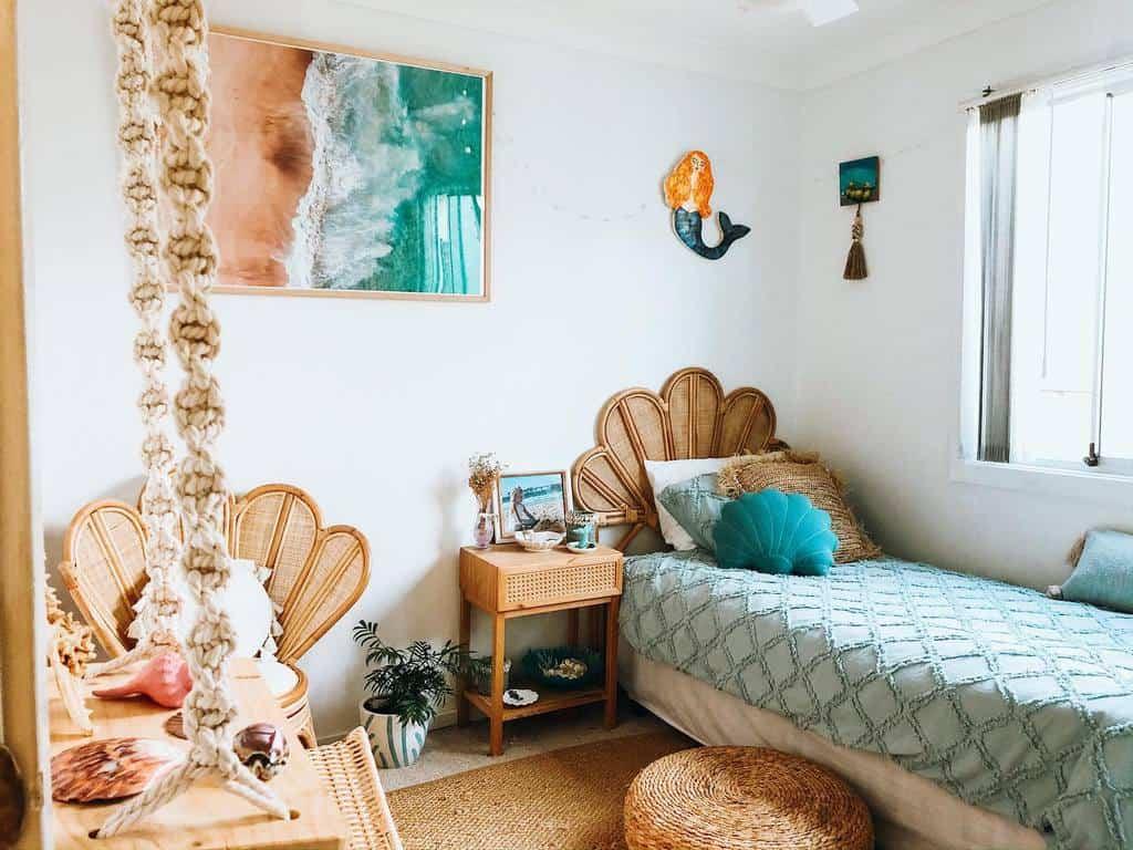 Small Coastal Bedroom Ideas -islabayandreef