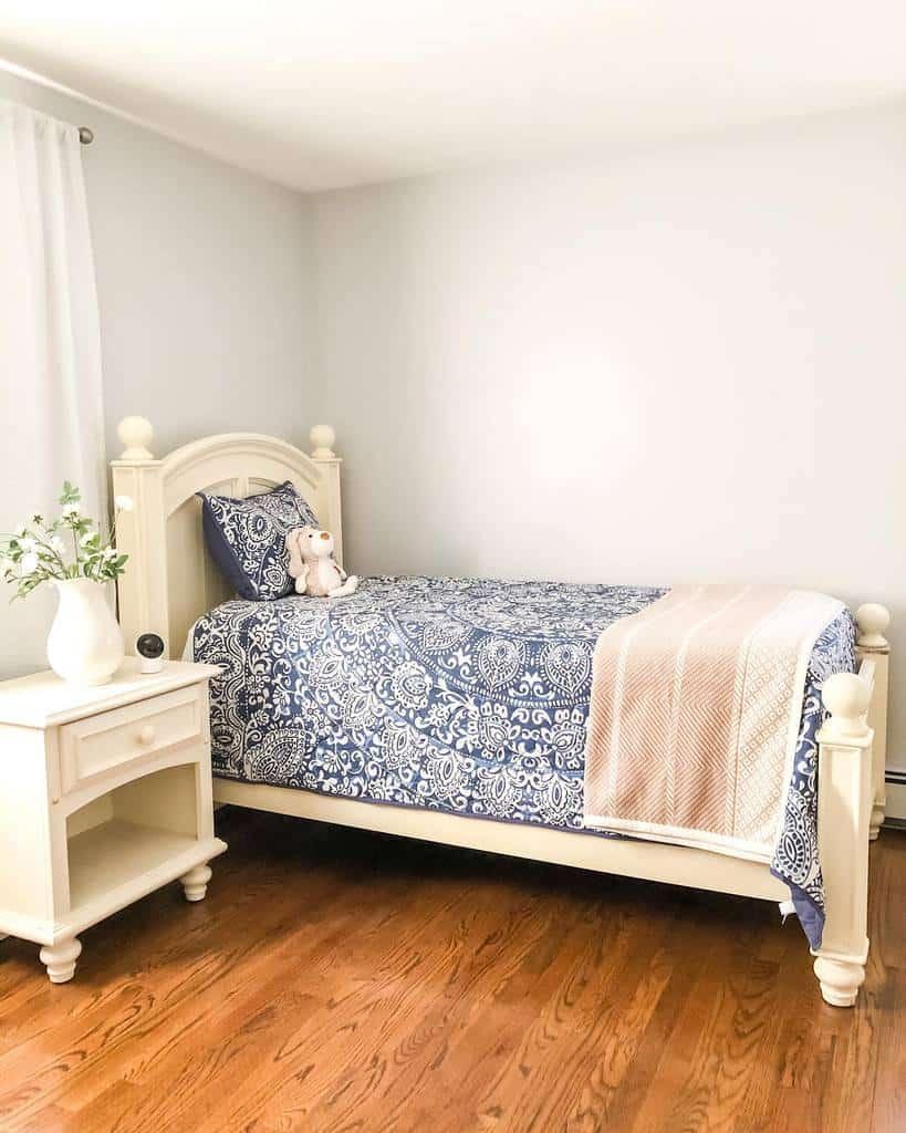 Small Coastal Bedroom Ideas -the.saltwater.cottage