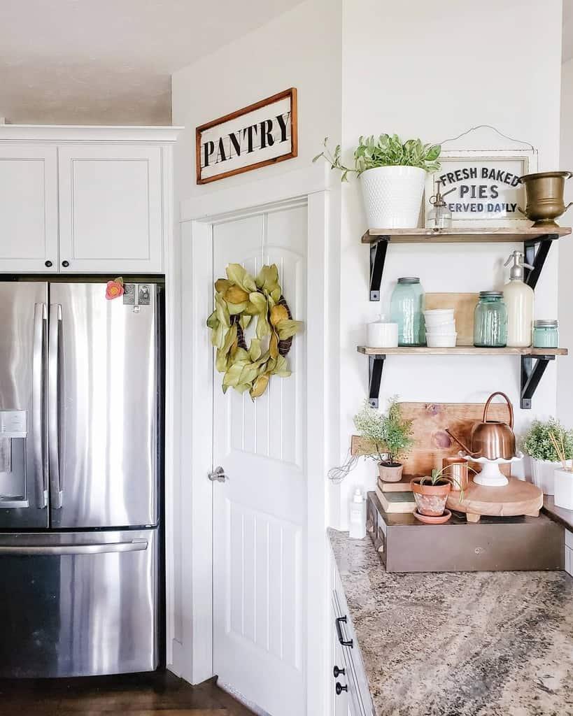 Small Floating Shelves Ideas -truemanstreasures