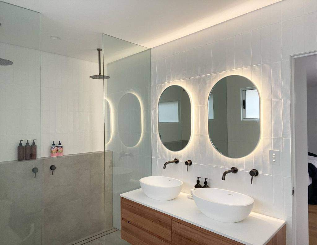 White Wet Room Ideas -skopeconstruction