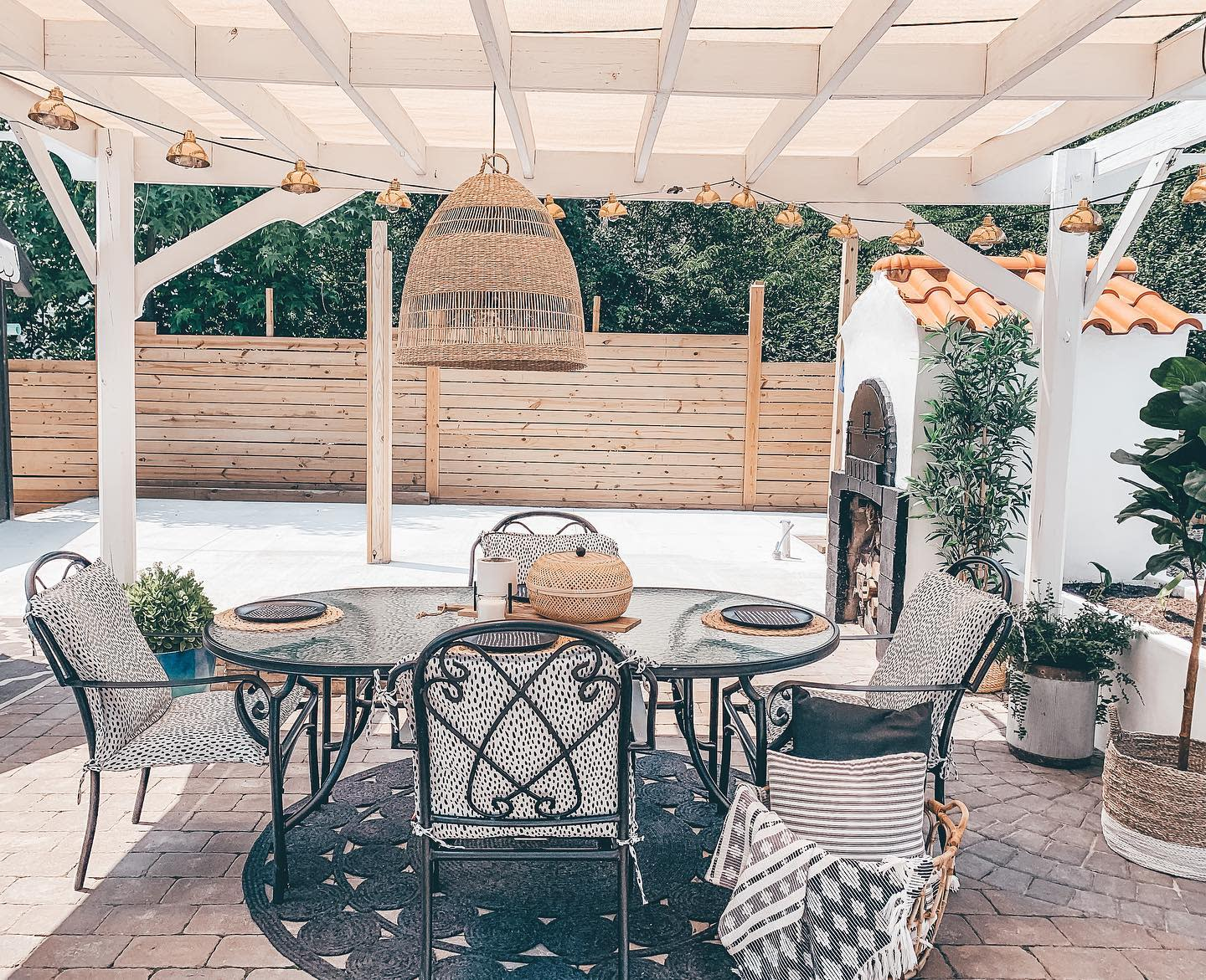 Dining Backyard Ideas on a Budget -prettychicandsimple