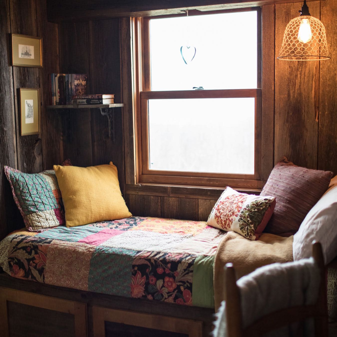 Built-in Daybed Ideas -barnhomeliving