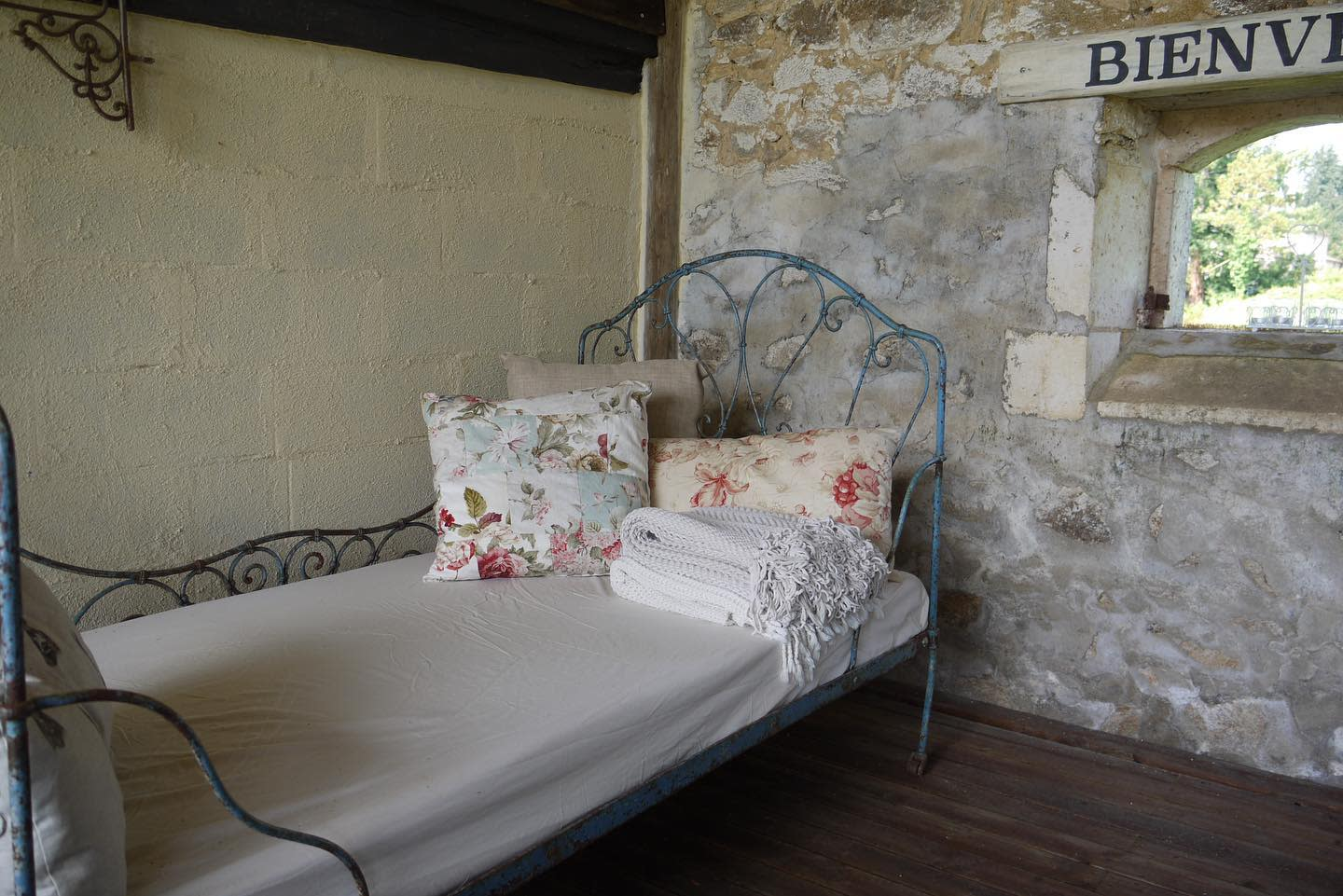 Metal Daybed Ideas -logeat_holiday_cottage