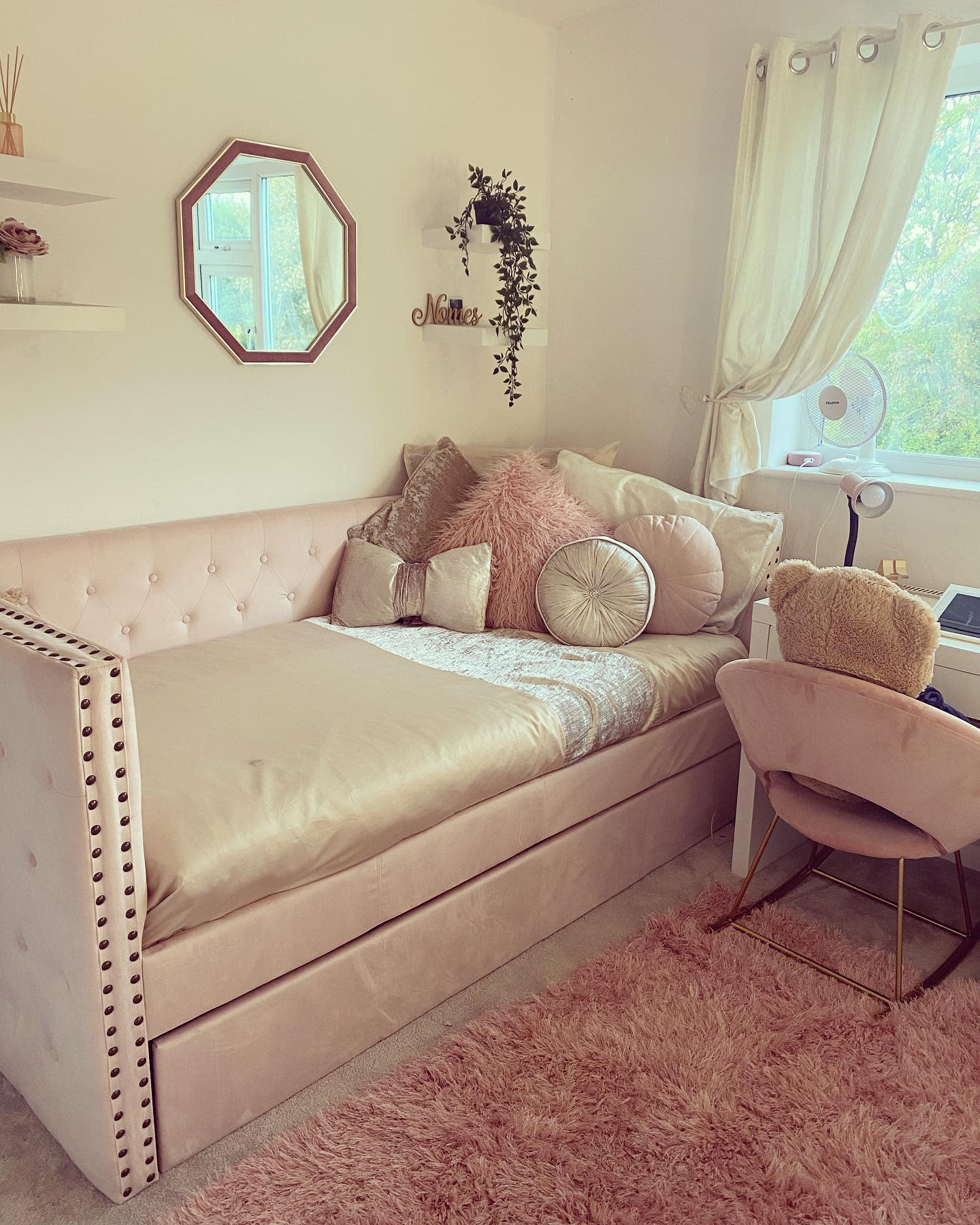 Upholstered Daybed Ideas -beautiful_homes_liverpool