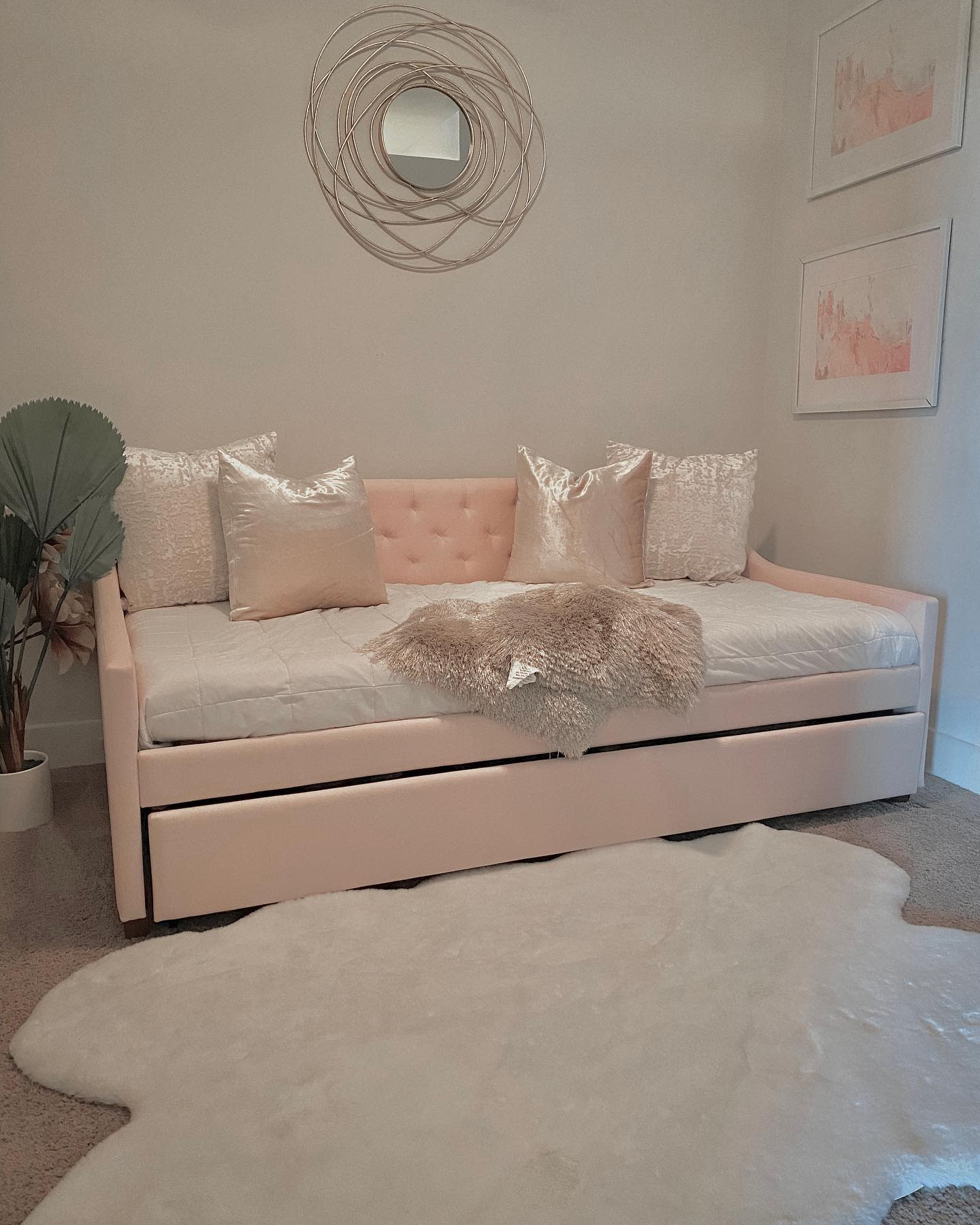 Upholstered Daybed Ideas -sojaassydesigns