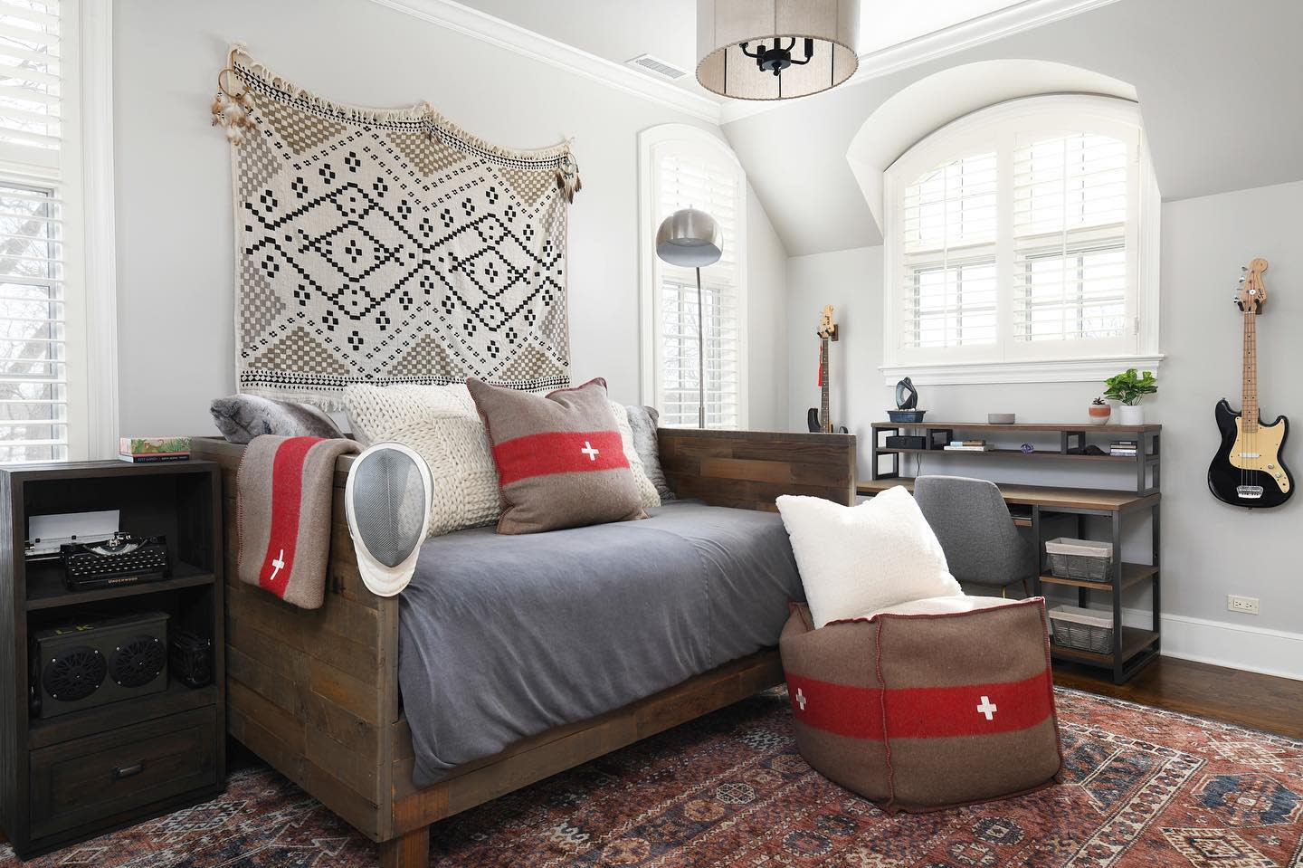 Wood Daybed Ideas -divvyhouse