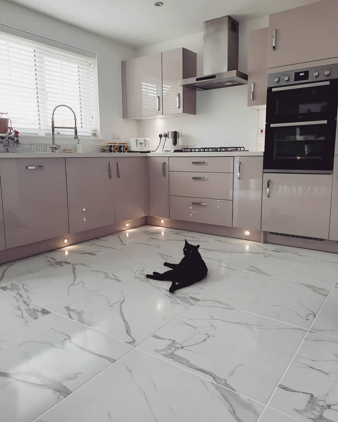 Marble Kitchen Flooring Ideas -time_for_a_toast