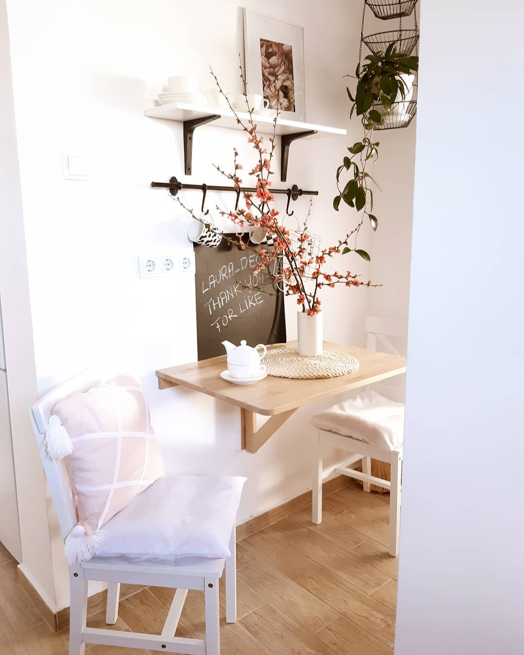 Small Space Small Dining Room Ideas -laura_dekor