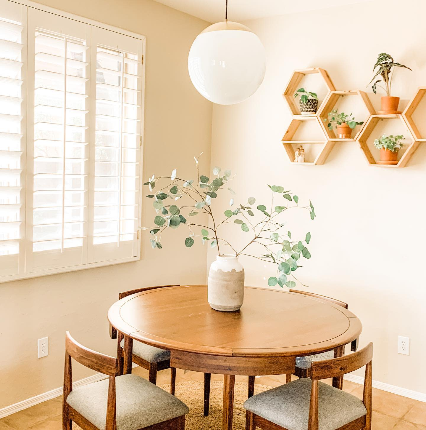 Stylish Small Dining Room Ideas -freshlyhonored