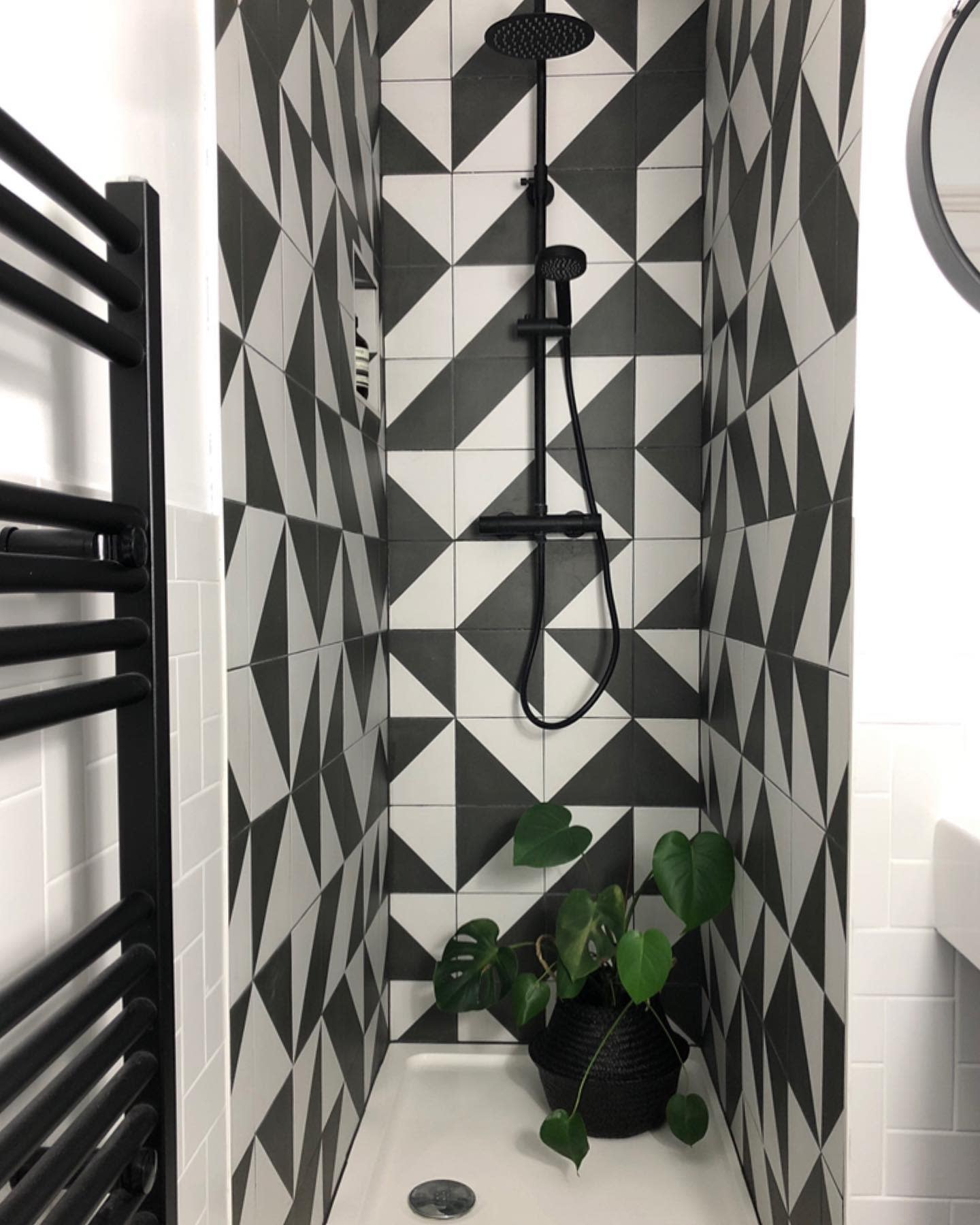 Small Walk In Shower Ideas -houseinthemiddle