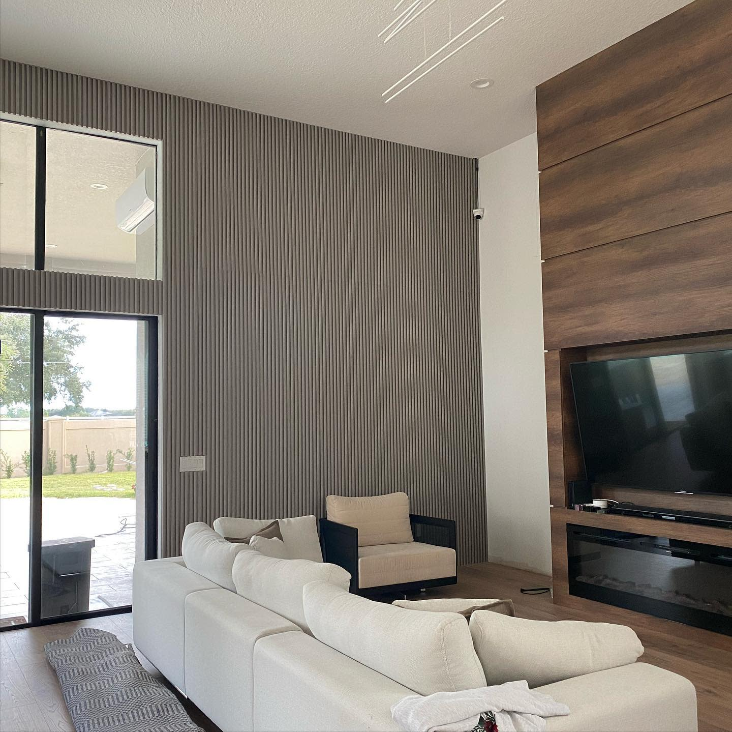 Modern Accent Wall Ideas for Living Room -indianaoliveirausa
