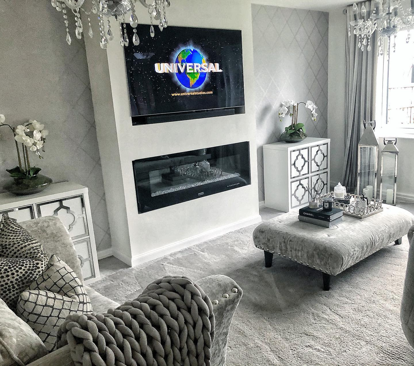 Wallpaper Accent Wall Ideas for Living Room -homesweethome_at_23