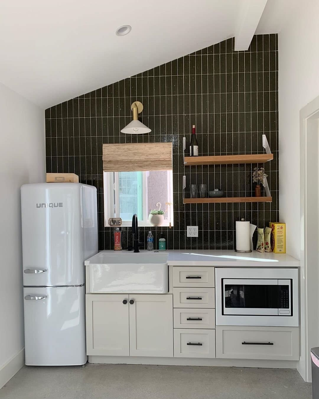 Compact Apartment Kitchen Ideas -cletile and concept_renovations