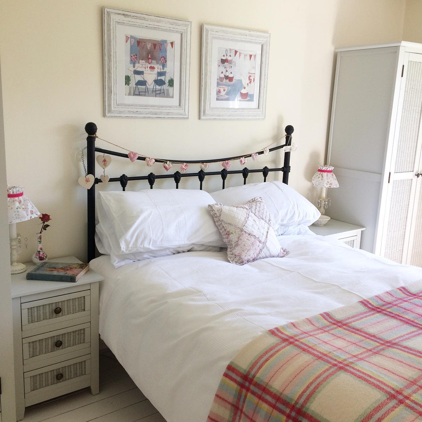 Neutral Country Bedroom Ideas -hope_vicarage