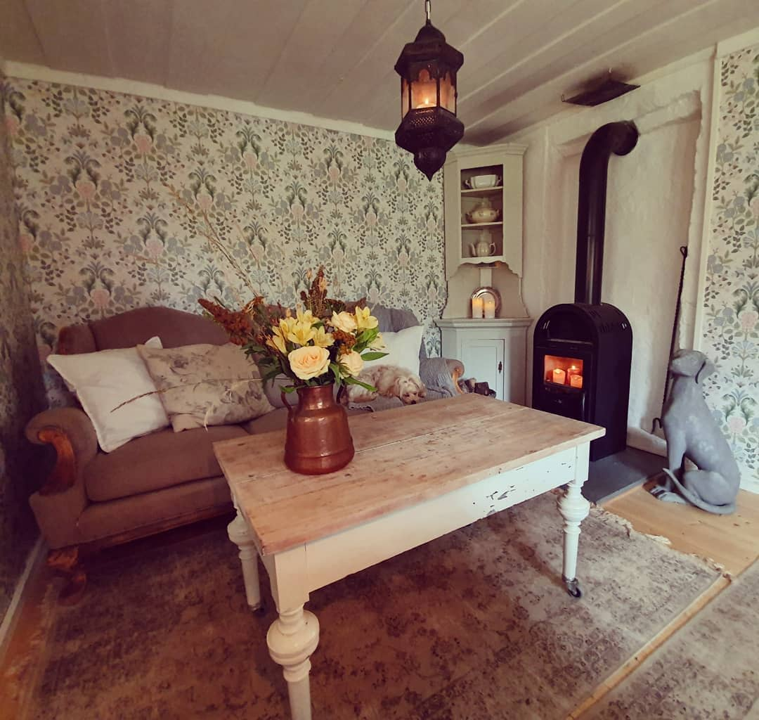 Cottage Country Living Room Ideas -inglish_home_and_garden
