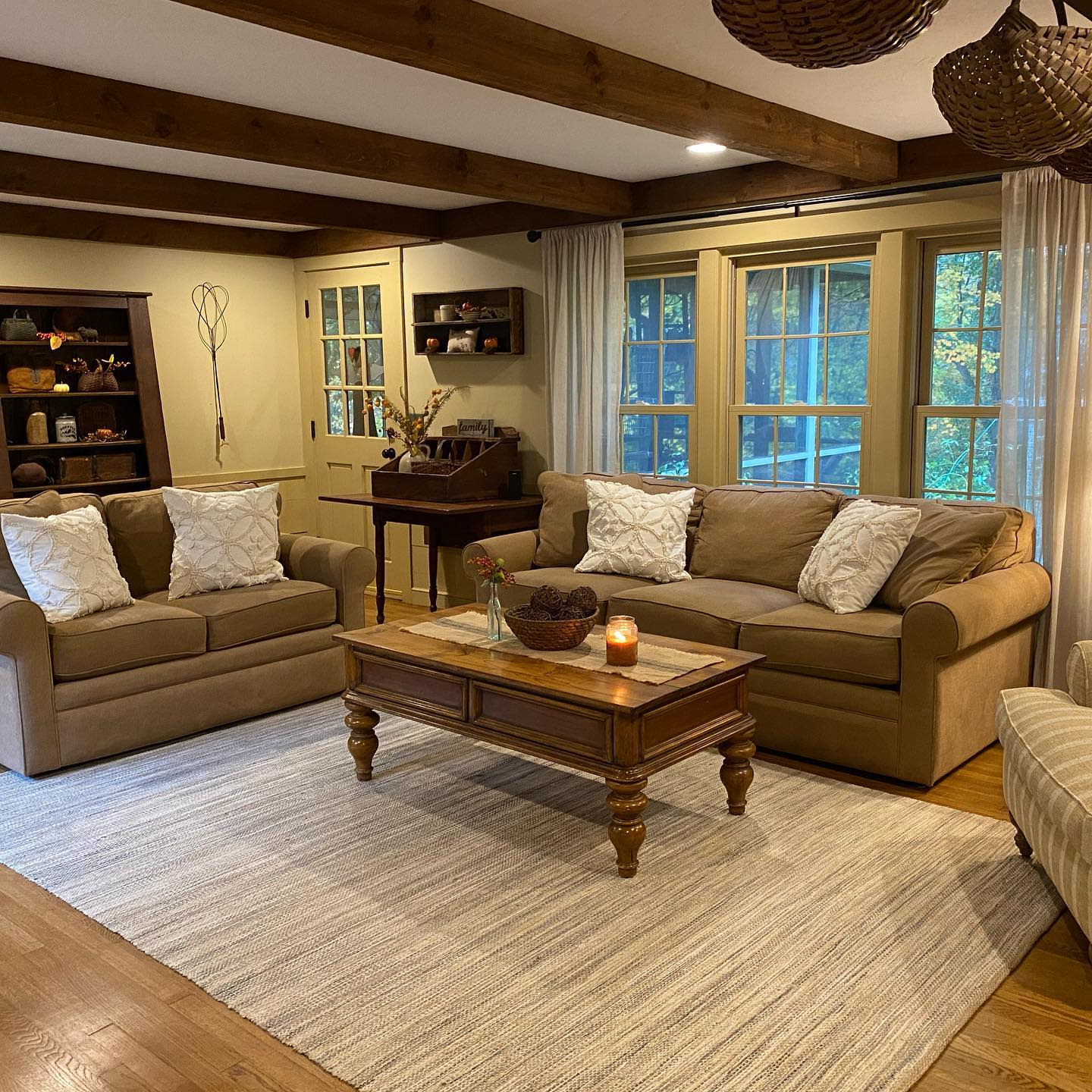 Farmhouse Country Living Room Ideas -ournoonhillhome
