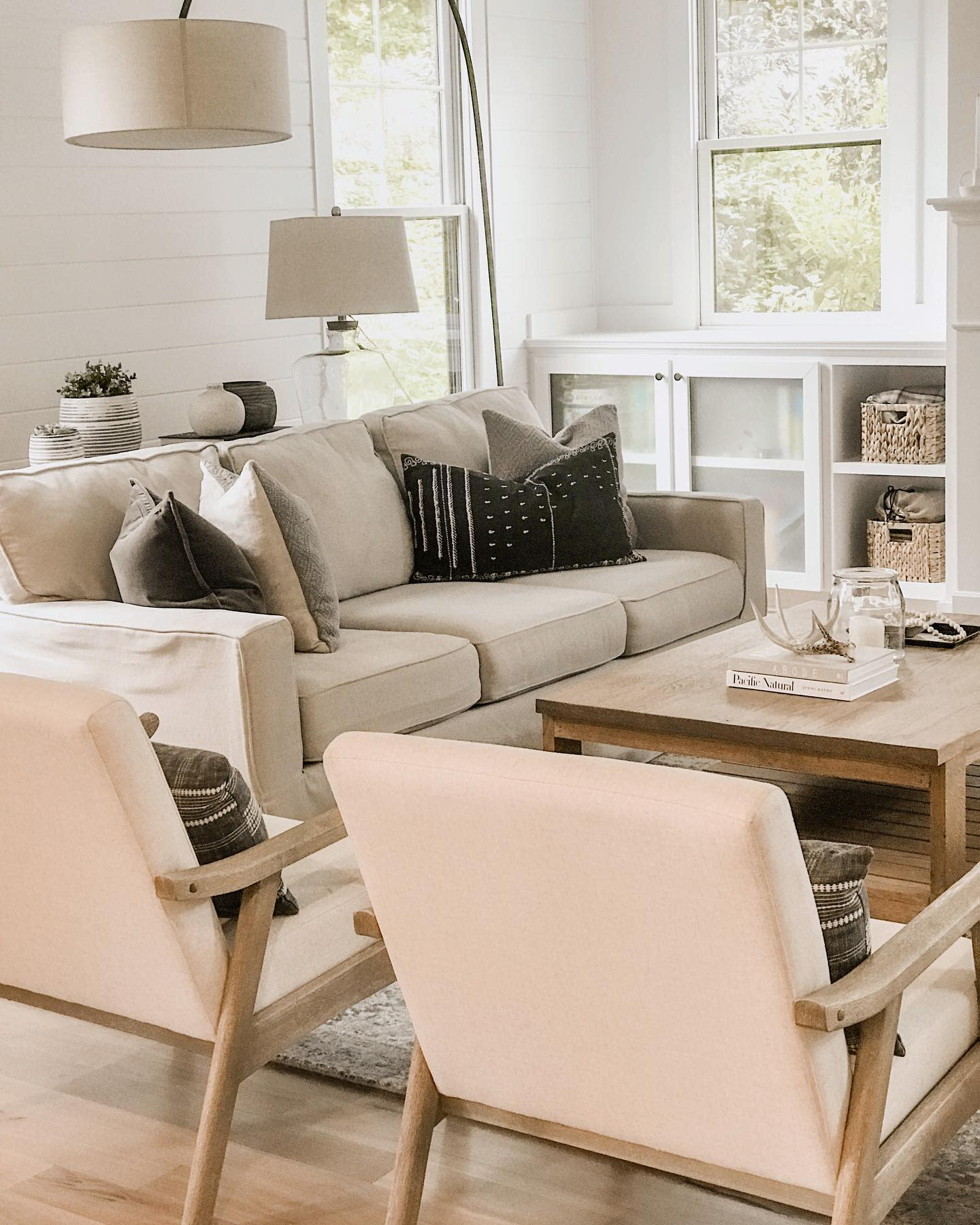 Modern Country Living Room Ideas -mindthehygge