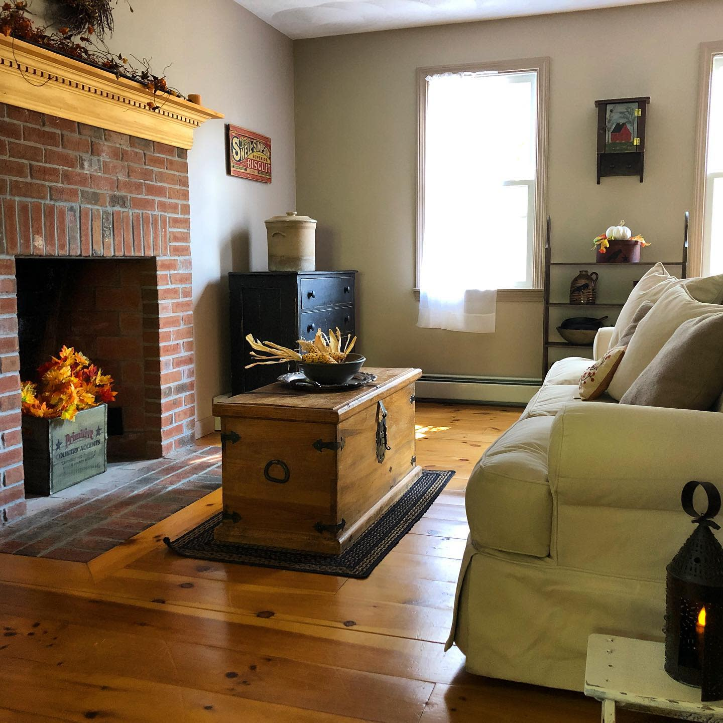 Primitive Country Living Room Ideas -my_red_saltbox