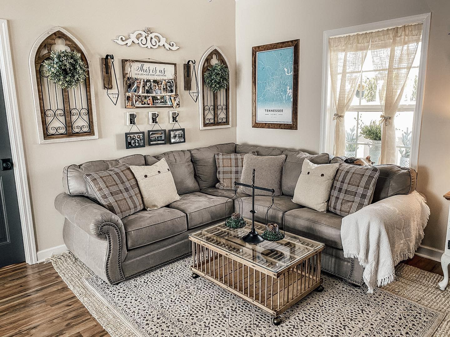 Farmhouse Industrial Living Room Ideas -harpethhomestyling