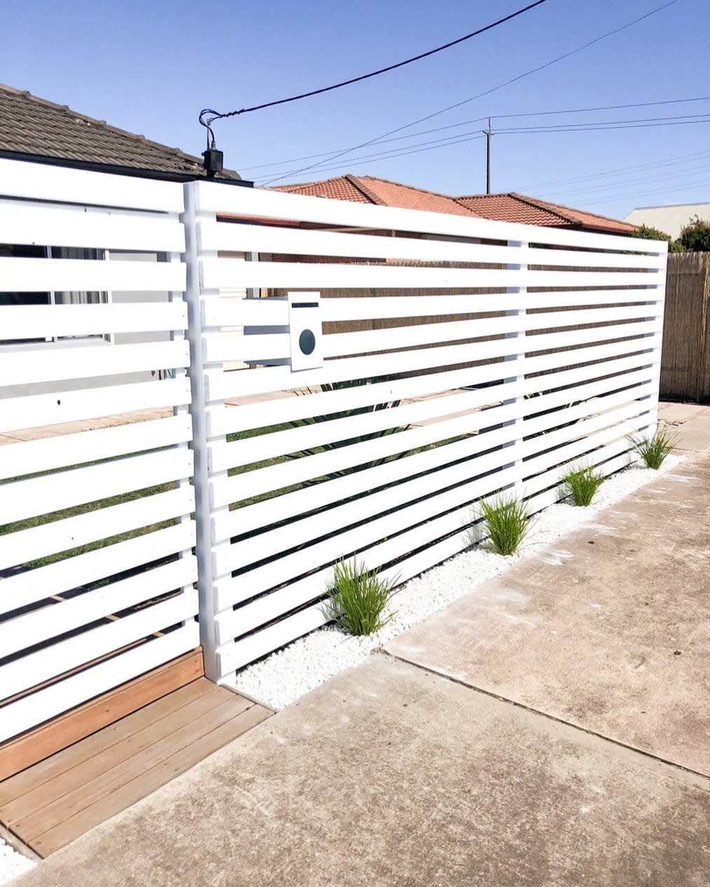 Front Horizontal Fence Ideas -allthings_rose.home