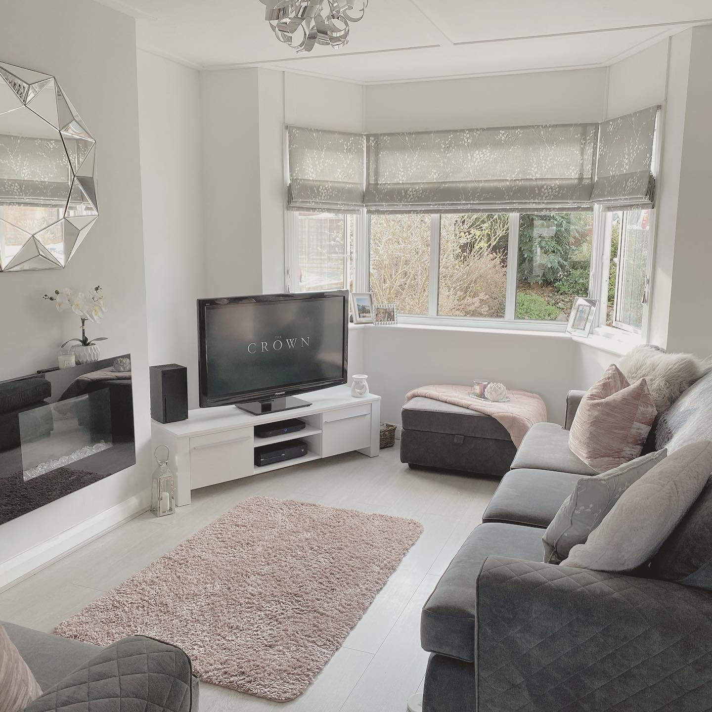 Modern Living Room With TV Ideas -camphillhome
