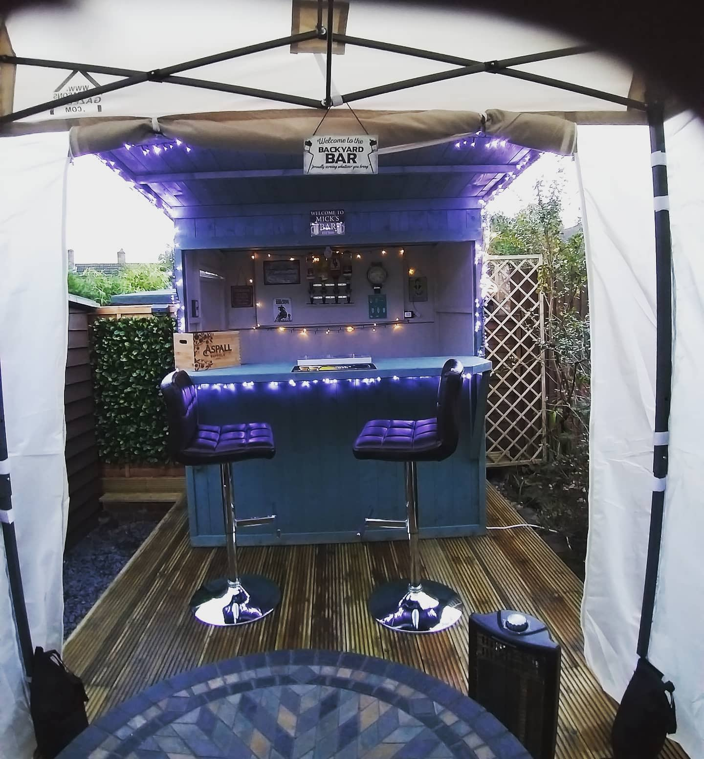 Small Outdoor Bar Ideas -holly_andherspaniels