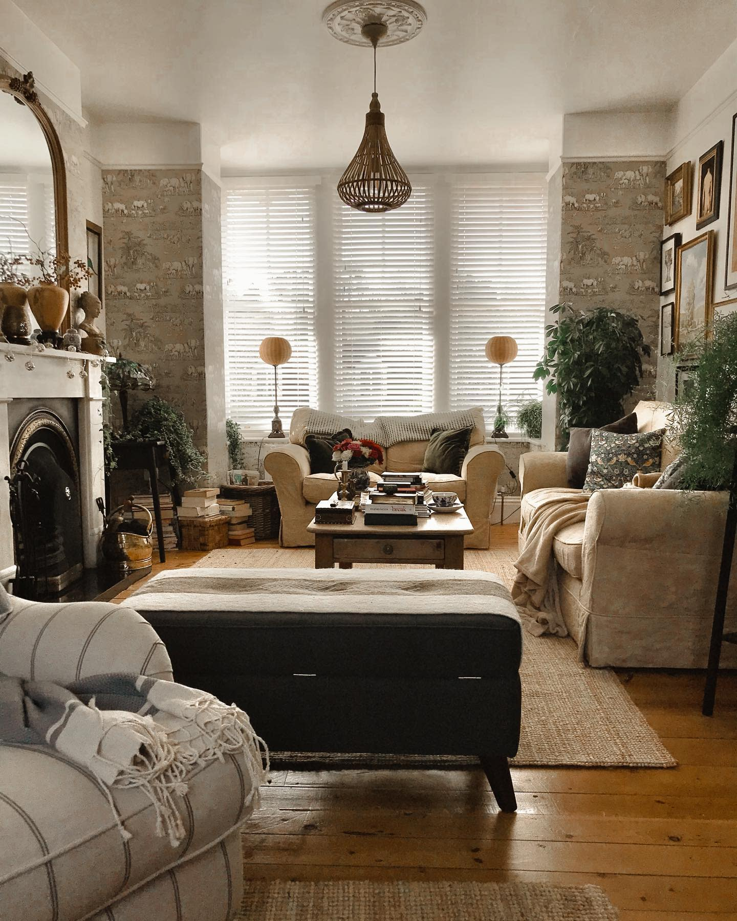 Country Rustic Living Room Ideas -another_old_school_house