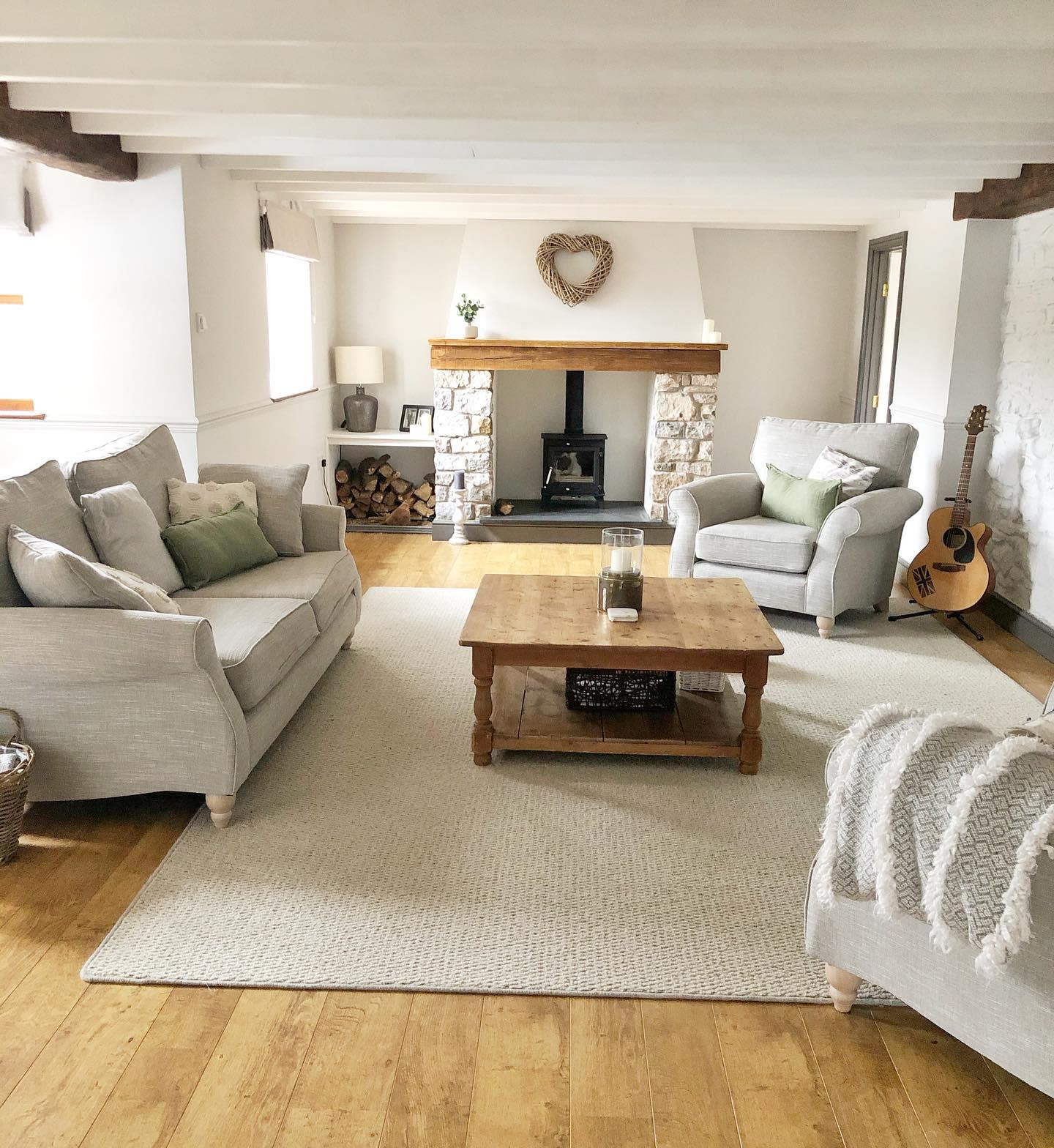 Country Rustic Living Room Ideas -lavender.lane.cottage