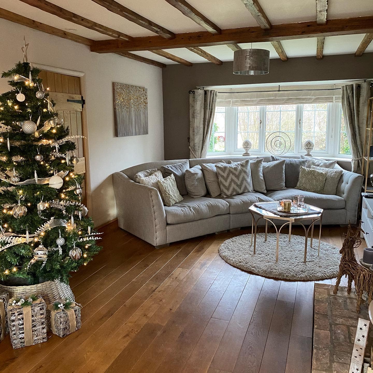 Country Rustic Living Room Ideas -orchardrise_cottage