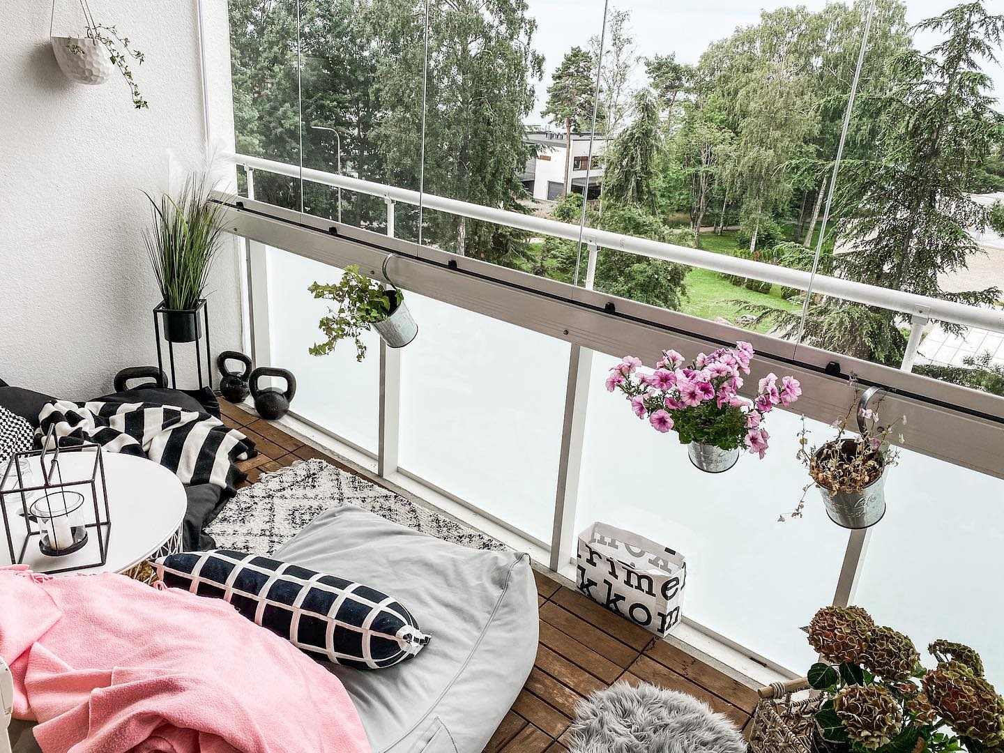 Small Apartment Patio Ideas -place_oflove