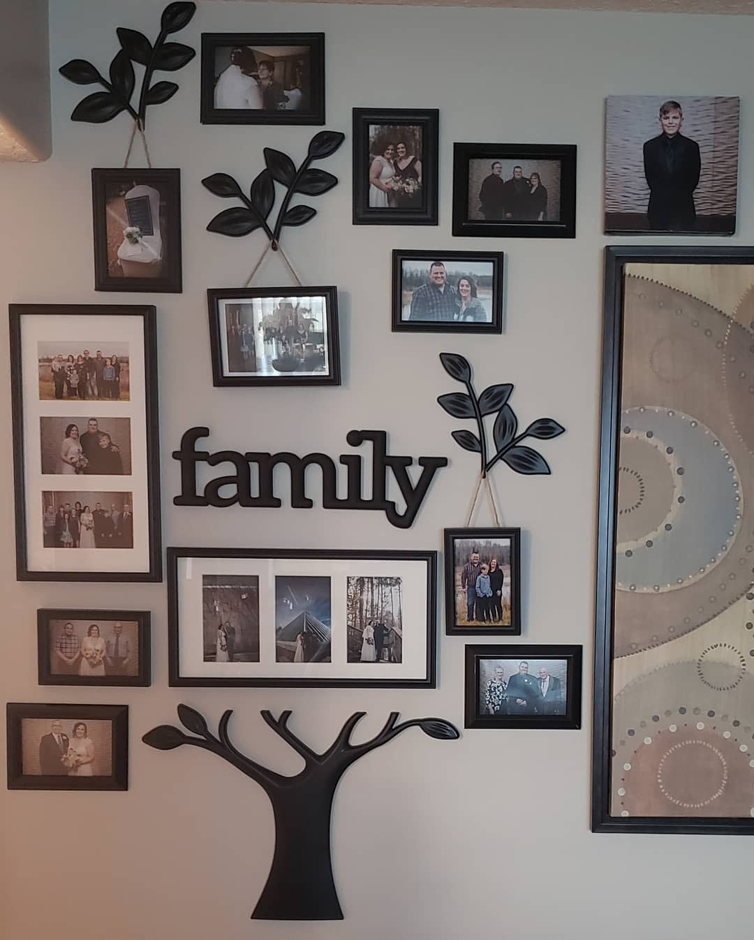Family Wall Collage Ideas -christaleppa_barembruch
