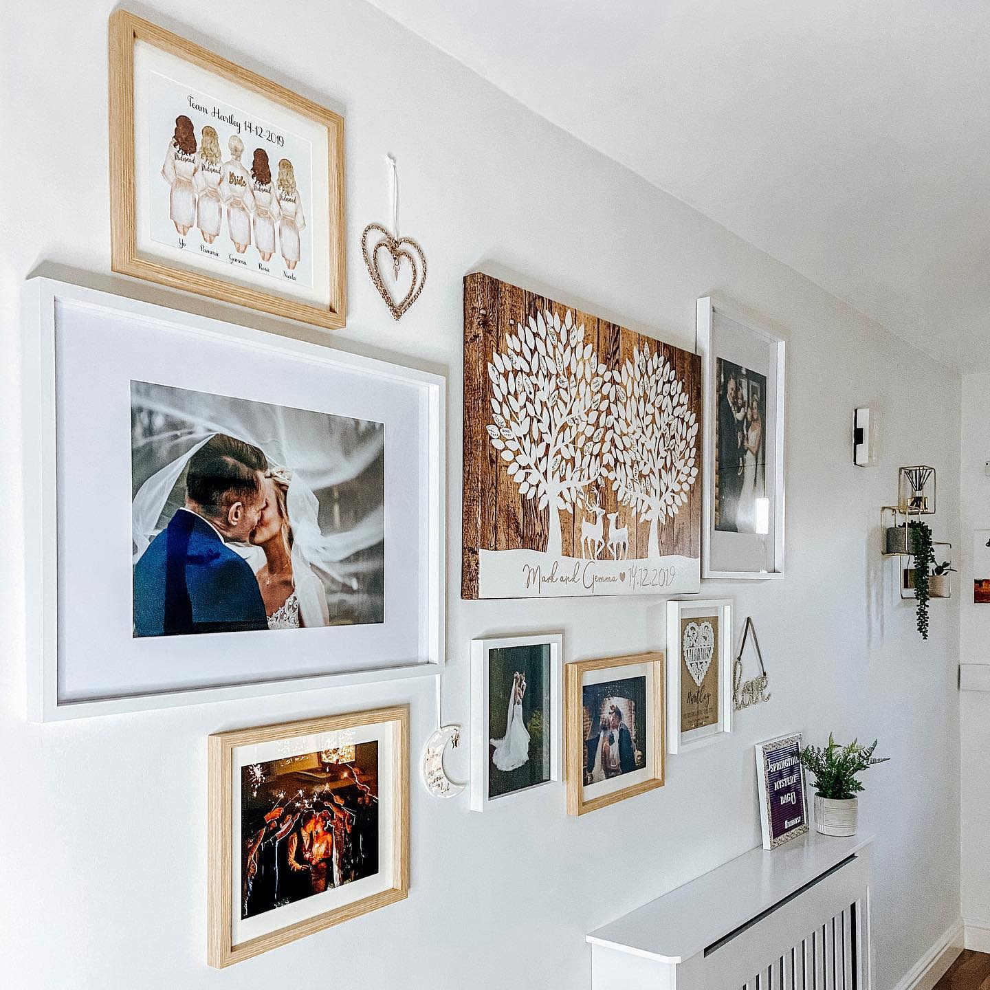 Hallway Wall Collage Ideas -22_horse_view